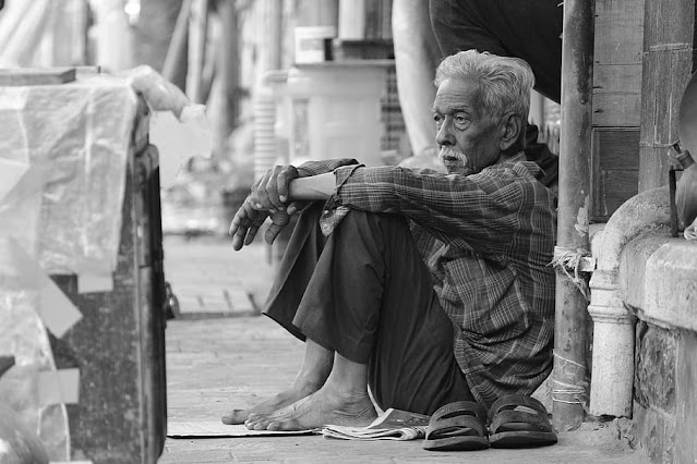 characteristics of people suffered from poverty